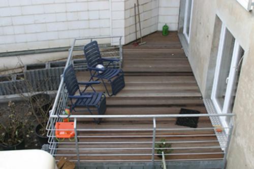 Terrasse und zweiter Zugang zur Wohnung